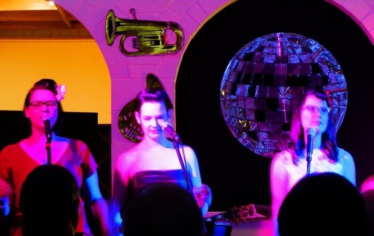 Swing & Tonic - the Elliott Sisters perform at Café Y, Barossa Valley, South Australia