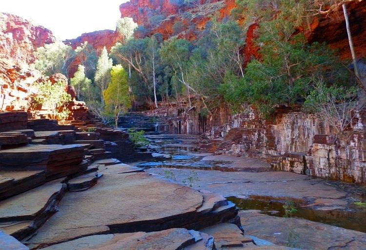 Rock Layers en route to Circular Pool, Dales Gorge, Karijini National Park
