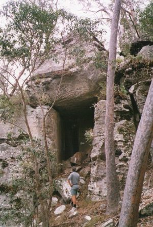 Cave, Cania Gorge