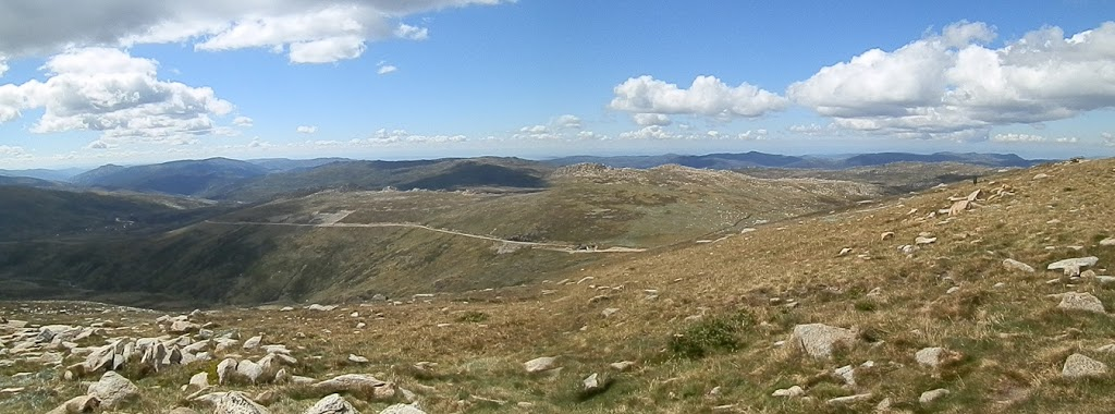 Looking towards Charlotte Pass ... and the Rawsons Pass Loo!