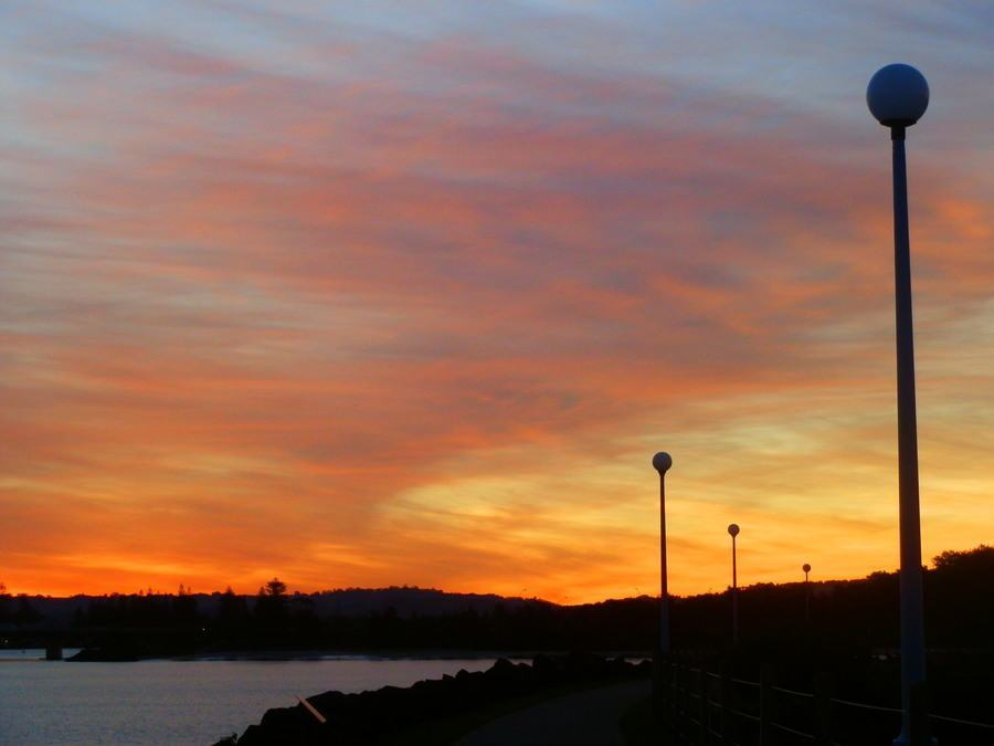 Sunset over the Richmond River, 10 Budget Travel Tips